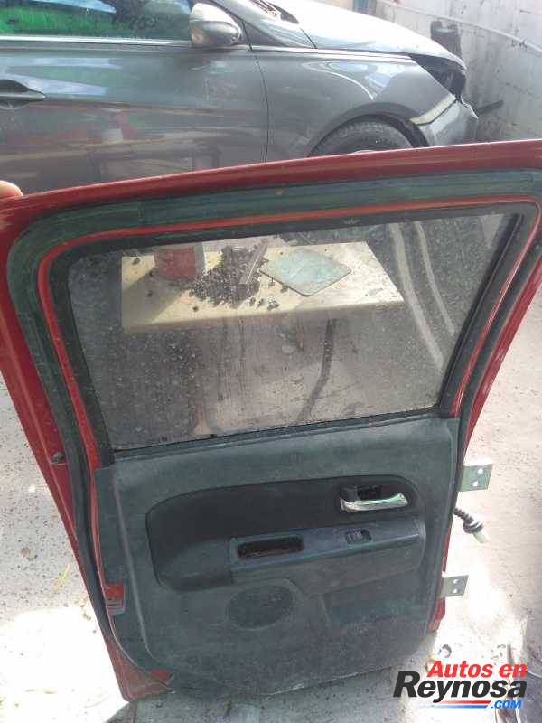 Vendo puerta trasera izquierda de Chevrolet colorada 2009