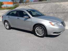 Chrysler 200, Modelo 2011 * Regularizado *