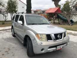 Nissan Pathfinder LE 2005 regularizada