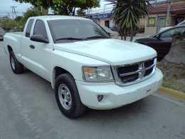 DAKOTA 11. SE HACE MEXICANA Excelentes Condiciones. Cab.1/2. 4 Puertas