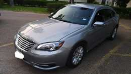 Chrysler 200. 4 cilindros 2014 titulo azul emplacado al corriente