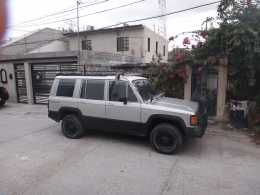 Isuzu Trooper II  4x4  4 cilindros llantas AT