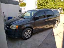 Dodge gran Caravan 2013 2 ac 6 cil regularizda llantas nuevas alarma